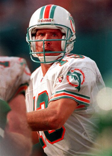 TDIF: Marino Becomes 13th Player to Throw 200 touchdowns