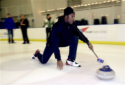 Films Shorts: Vernon Davis On Ice