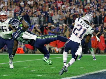 New England Patriots strong safety Malcolm Butler (21) intercepts a pass in front of Seattle Seahawks wide receiver Ricardo Lockette (83) during the second half of NFL Super Bowl XLIX football game Sunday, Feb. 1, 2015, in Glendale, Ariz. (AP Photo/Michael Conroy)