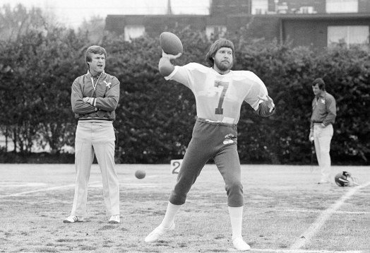Philadelphia Eagles head coach Dick Vermeil watches his quarterback Ron Jaworski practice his passing during the team's first workout in New Orleans, Jan. 19, 1981. The Eagles are getting ready for Oakland in the Super Bowl this Sunday. (AP Photo/Clem Murray)