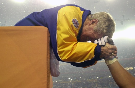 JANUARY 30 2000: Rams head coach Dick Vermeil celebrates after the St. Louis Rams defeated the Tennessee Titans 23-17 to win Super Bowl XXXIV at the Georgia Dome in Atlanta, Ga., January 30, 2000. (Icon Sportswire via AP Images)